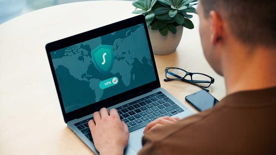 Hvordan-VPN-gjør-det-tryggere-å-bruke-offentlig-WiFi